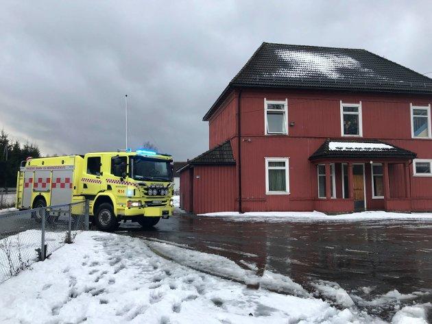 «Øvelse Bjørn» i Åsbygda torsdag formiddag. Det øves på håndtering av skoleskyting.