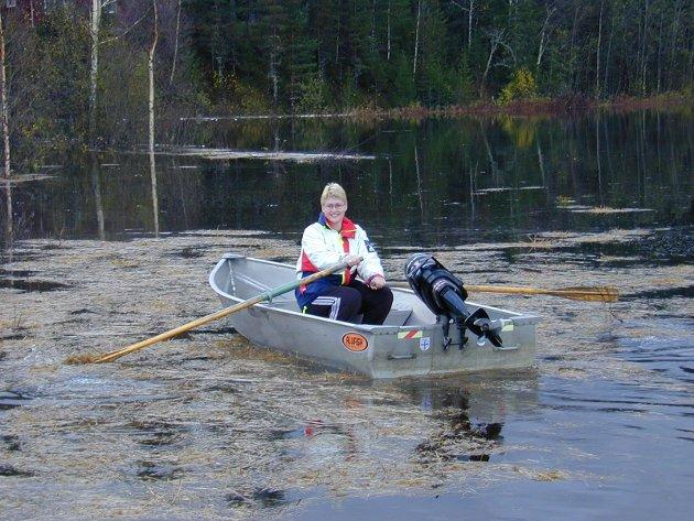 2000: Siri Skistad med båt for bil.
