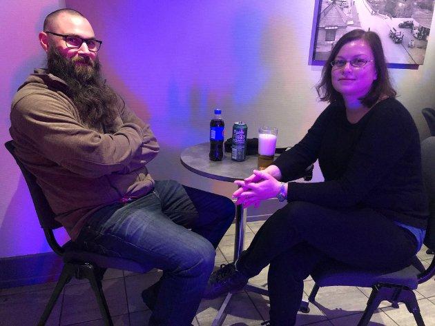 Thor Tømmerås og Hege Berg før konsert. Tømmerås for andre gang, men Berg ikke husker hvor mange ganger hun har hørt bandet.