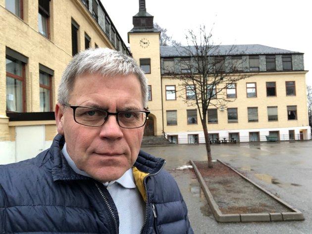 TRENGER SVAR: Informasjonsbehovet har vært overtydelig i flere måneder, nå må det komme noen svar, sier debattleder i Ringerikes Blad, Øyvind Lien.