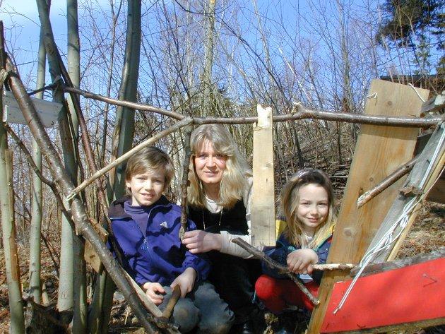 SFO: Foreldreaksjon for SFO-plass til alle i Hole. Her er leder av Foreldrerådets arbeidsutvalg (FAU) ved Sollihøgda barnehage, Anne Borge, sammen med barna Martin (8) og Nora (5).