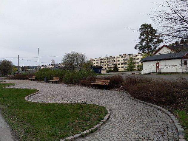 Eksempel på utdatert planlegging av sosialt rom langs Skårersletta v/ Rolvsrud