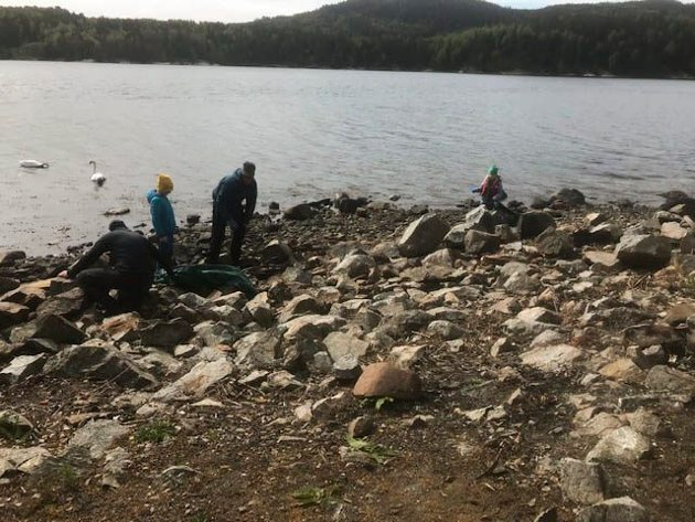 STRANDKANTEN: Det var mye søppel som var blåst iland på Bergholmen i Oslofjorden