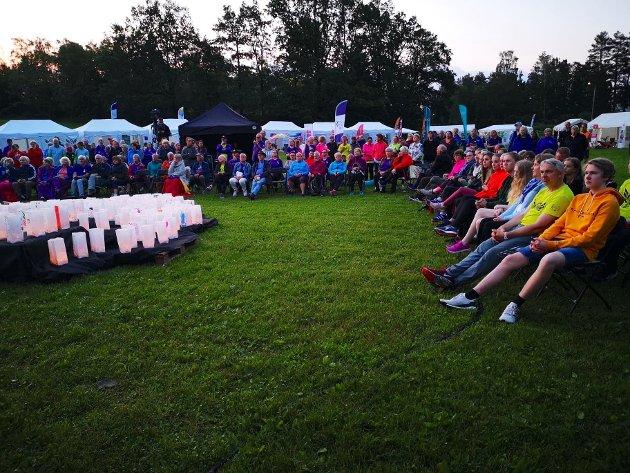 SANG OG TALE: Mange møtte opp i Vollen for å overvære lysseremonien, minikonserten til Røyken kammerkor og Nærsnes sangkor.