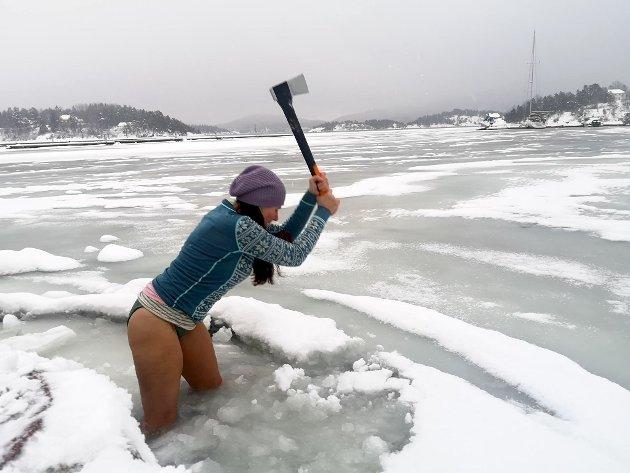 – Kaldt nok, svarer Heidi når venninnene spør om temperaturen.
