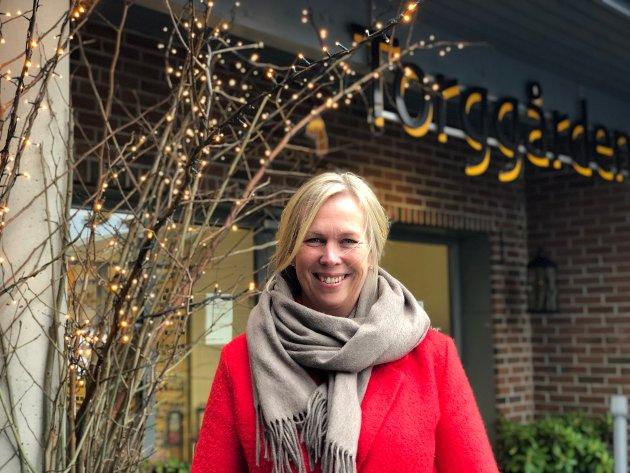 JULEHILSEN Ordfører Elin Gran Weggesrud ønsker alle innbyggere og ansatte i Holmestrand kommune en fredelig julehøytid og et riktig godt nytt år.