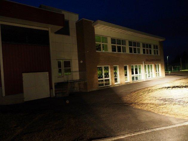 GALLEBERG SKOLE: Ikke slukk lysene på Galleberg skole, oppfordrer lokale foreldre.