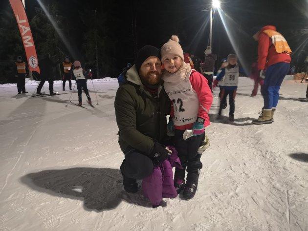 Far og datter er høyst fornøyde med kvelden.
