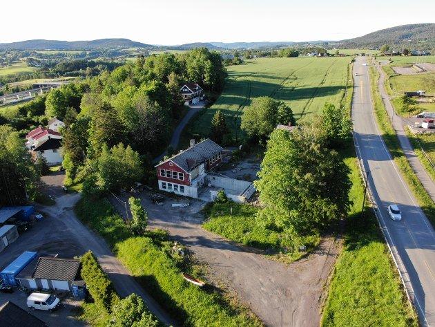FORVANDLING: Tomta som en gang huset gamle Kjeldås skole ligger nå an til å bli gjort om til nye boliger.