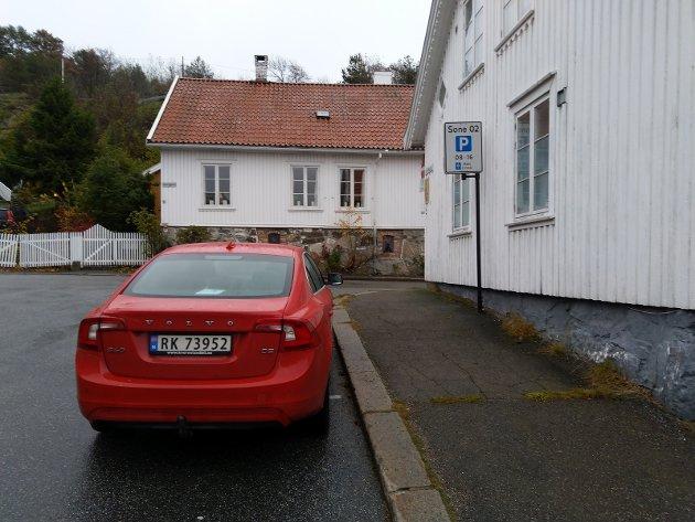 Bildet viser parkering i Peter Grøns gate.