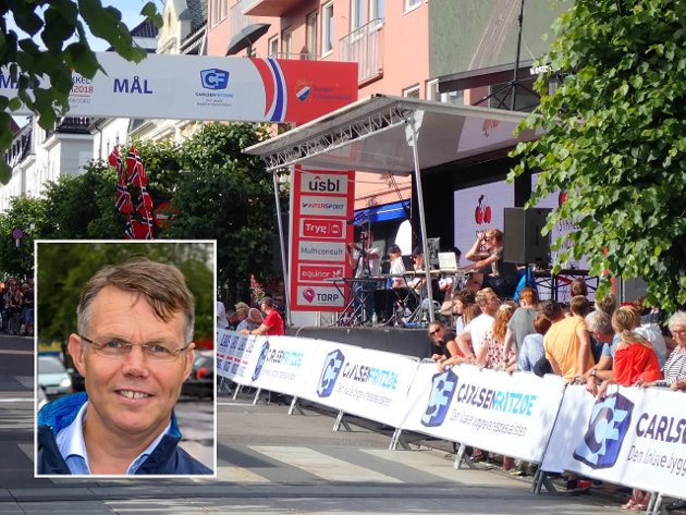 Bror-Lennart Mentzoni (innfelt), leder Sandefjord Sykleklubb, er godt fornøyd med Sykkel-NM.