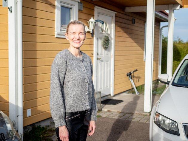 VELKOMMEN INN: Martine og familien åpnet hjemmet sitt for lokalavisen.