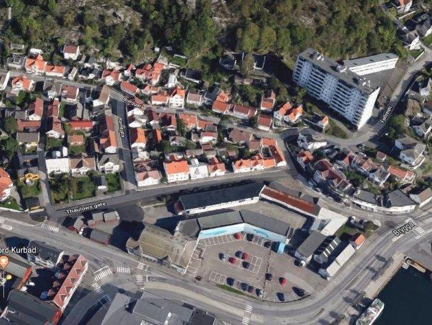 Om Kilgata får ligge som en bygate langs brygga og Thor Dahl-bygget, sparrer kommunen store summer, og vi slipper å få en barriere mellom fjorden og byen.