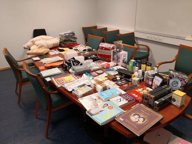 BESLAG: Dette ble funnet hjemme hos personen som stjal post på Vesterøy natt til fredag.