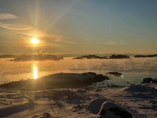 LOFTERØD: Lill Therese Nygård Aalberg har tatt dette vakre bildet fra Lofterød. Herfra meldes det om minus 12 grader. FOTO: Privat