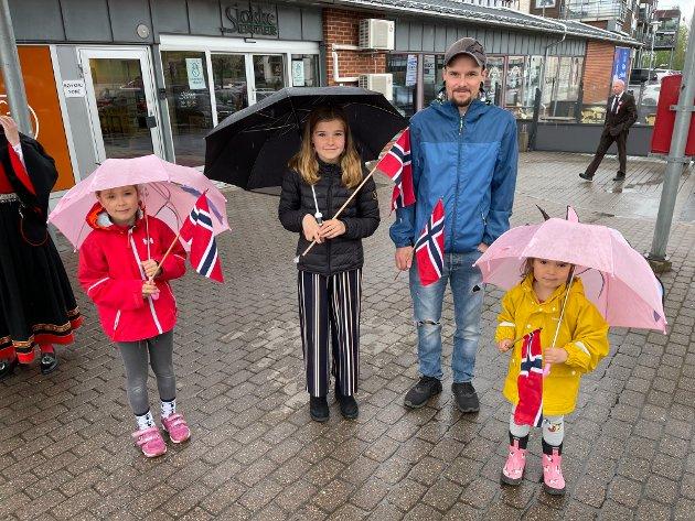 I STOKKE PÅ 17. MAI: Live Foldvik Haugen (7), Leah Foldvik Haugen (11), Jonathan Haugen og Lily Foldvik Haugen (3).