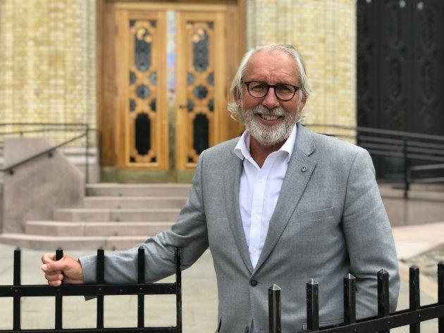 Tro ikke at dere blir kvitt meg, sier Carl-Erik Grimstad, som ikke nådde opp i kampen om utjevningsmandatet i Vestfold