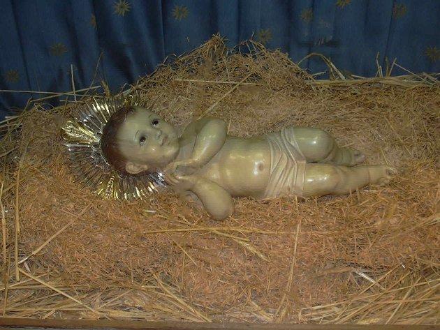 BETLEHEMSBARNET: Den figuren som symboliserer Jesus-barnet lå i Fødselskirken i Betlehem. Foto: Ove Eikje