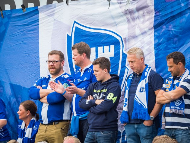 Disse så cupkampen i Mjøndalen. FOTO: Thomas Andersen