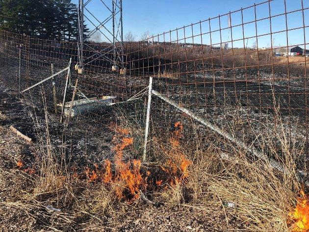 Det brant fortsatt på stedet ved 16-tiden, men brannmannskapene skal ha god kontroll.
