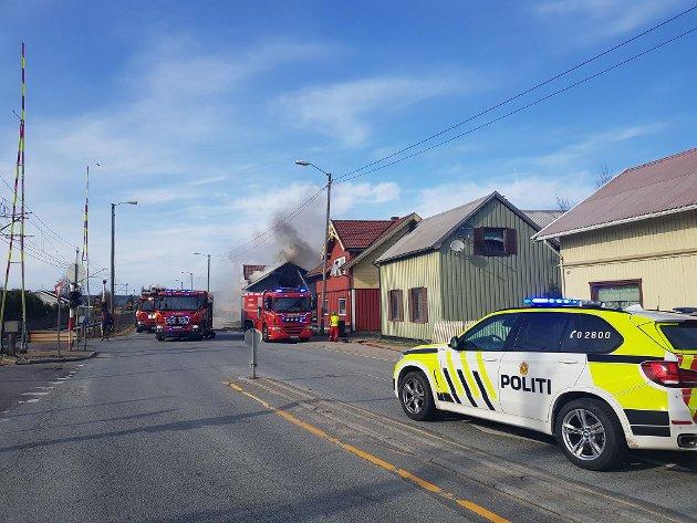 Det brøt søndag ettermiddag ut brann i et bolighus i Stasjonsbyen.