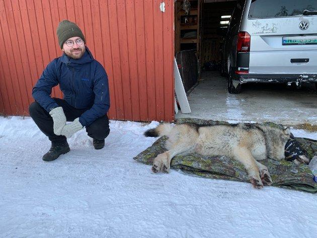 SVARER:  Klima- og miljøminister Sveinung Rotevatn her sammen med deisjøhannen.