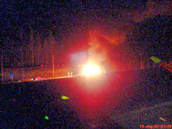 PÅTENT: 20. august 2008 ble bomstasjonen på Brennemoen påtent av ukjent gjerningsmann. Bombua ble totalskadd. Bildet er knipset av en privat tipser.