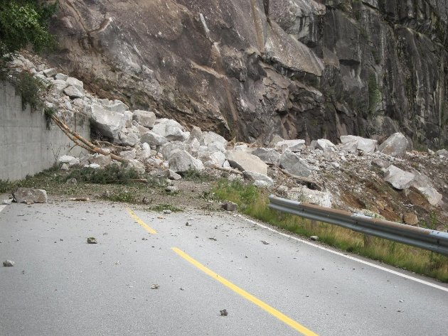 SKRED: Suldalsvegen er ein av mange rasutsette strekningar Fjordvegen Rute 13 er uroa for.
