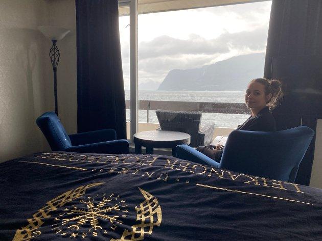 FJORDUTSIKT: Nyoppussa suite med blått tema.
