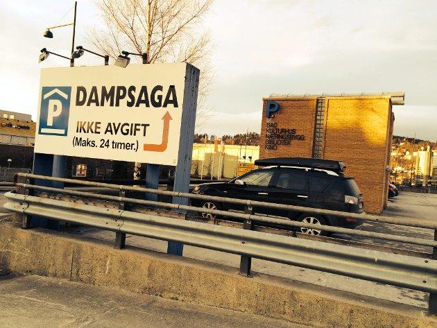 Stein Arild Lyng er sterkt kritisk til forslaget om parkeringsavgift på Dampsaga parkeringshus.