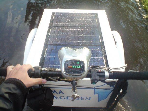 Da forfatteren syklet gjennom et oversvømmet stykke Danmark på solcelle drevet kassesykkel i 2009.