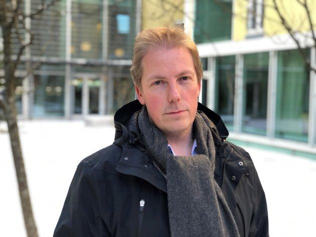 - Det er ikke for sent å stanse utviklingen av motstandsdyktige bakterier. Men da må kampen mot dem intensiveres nå, skriver Tom Anders Stenbro, distriktssjef i Kreftforeningen Midt-Norge.