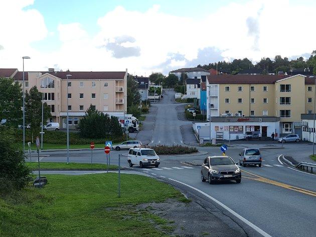 Heidi Fjærli krever at hueiere som blir berørt av ny innfartsvei nå må få klare svar.