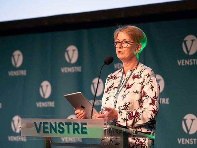 Helseministeren må svare på spørsmålet om hvordan stengning av fødeavdeling i Kristiansund kan forsvares når det foreligger et stortingsvedtak fra mai 2020 om at den skal opprettholdes til det nye sykehuset for Nordmøre og Romsdal er drift, skriver Ragnhild Helseth.