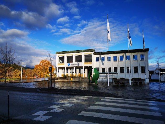 Heim kommune har har ikke hatt kontroll på verken utgifts- eller inntektssiden, skriver Einar Vaagland.