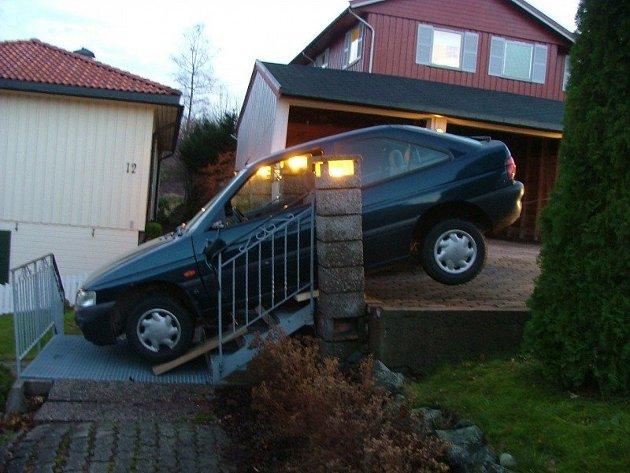 Svigermor var litt uheldig etter en handletur. Da bilen skulle selges, bestemte eieren fra Horten seg for å bruke bildene fra uhellet. Dette bildet er fra annonsen.