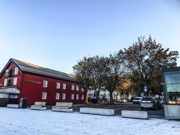 ALTERNATIV FOR VIKINGMUSEUM: Mellom Esmeralda og Tønsbergs Blad er det mulig å sette opp ny bebyggelse. Her bør det komme et moderne bygg i tilpasset stil, ingen ny restaurant, men en form for kultur og informasjonsbygg, gjerne med utgangspunkt i vikinghistorien, og med vikingskipene fortøyd på framsida, skriver arkitekt Øyvind Løken.