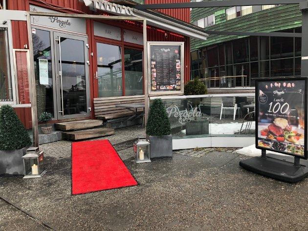SPENTE OG FORVENTNINGSFULLE: Tønsbergs Blads matanmeldere startet uken med et hyggelig besøk på La Pergola.