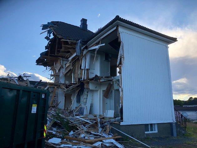 Arenfeldts vei 14 ble revet tidlig i juli i år. Fortidsminneforeningen stiller spørsmål ved lovligheten.