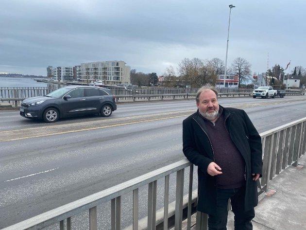 ADVARER: Olav Sanness Vika (SV) liker dårlig at Høyre ikke støtter en videre utredning av Østalternativet. Vi trenger en fastlandsforbindelse som er grønn og tilpasset fremtidens utfordringer, mener han.