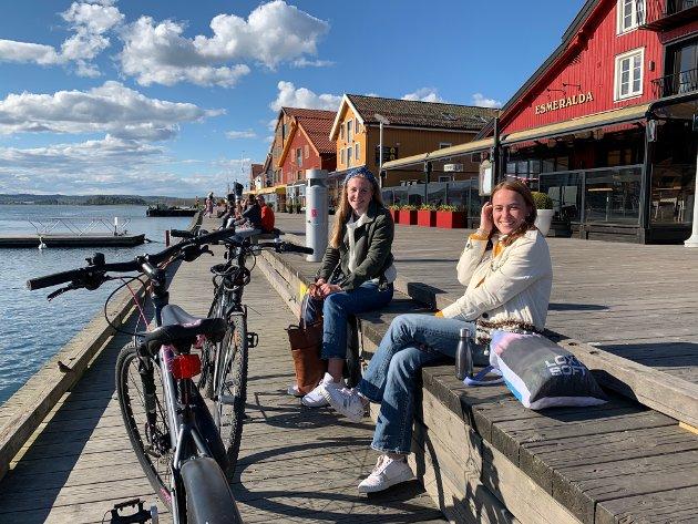PÅ BRYGGA: (f.v.) Anna Klauseie og Emma Gustavsen
