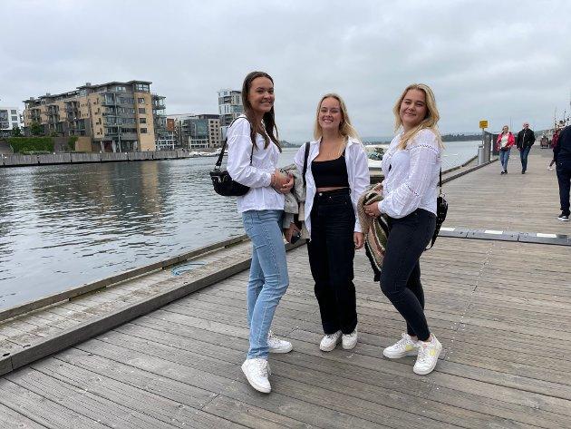 PÅ BRYGGA: (f.v.) Stina Emilie Johansen, Mina Tolfsen og Matilde Andersen