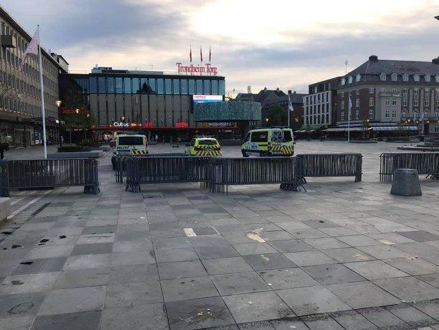 Torvet i Trondheim etter demonstrasjon hvor det ble kastet egg.