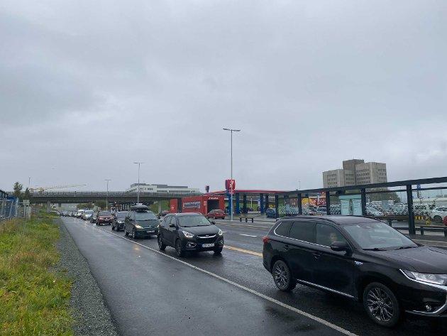 GALSKAP: Lange køer og dårlig trafikkflyt er konsekvensen etter omlegging av trafikkmønster ved City Syd.
