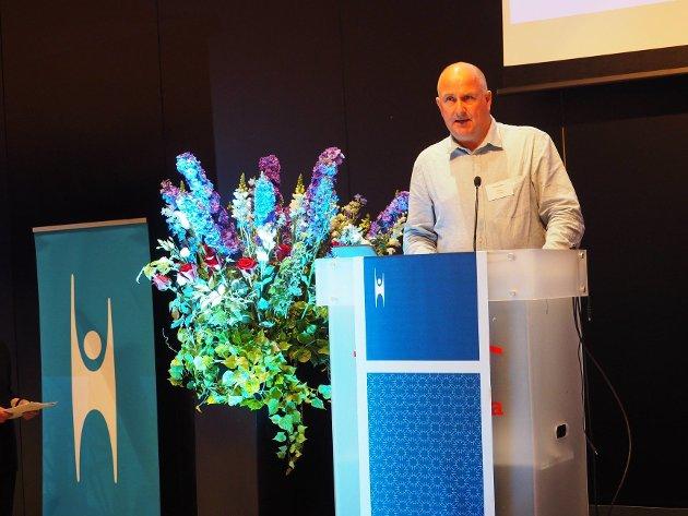En slik forstyrrende sammenblanding hører ikke hjemme i det moderne norske demokratiet, skriver Morten Moa.