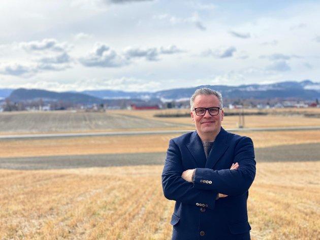 Plutselig skal du se at det blir moderne og riktig å jobbe med økologien, og ikke imot økologien med for store maskiner som pakker matjorda for hardt, skriver Tommy Reinås (MDG).