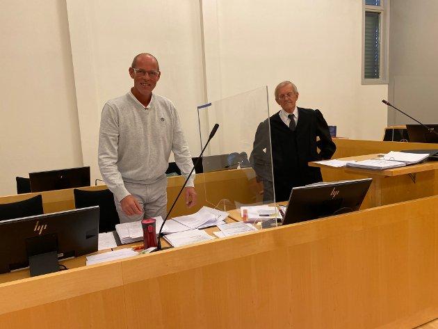 Vidar Rueness med sin advokat Ove Andersen i lagmannsretten. I dette leserinnlegget gir Anders Lunde sin versjon av konflikten med Rueness. Rueness har tidligere gitt sin versjon til avisen.