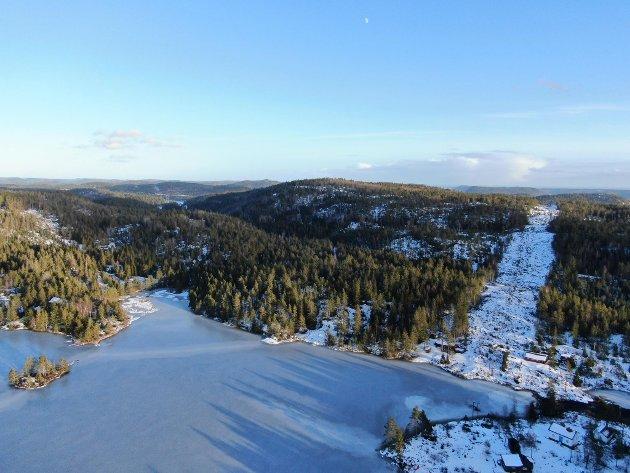Dronefoto. Østre del av Eksjø der nye E18 er planlagt.