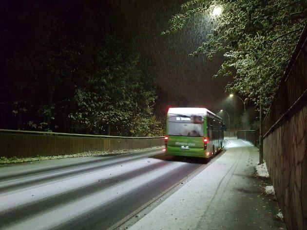 Den første snøen kan by på utfordringer for alle som skal ut i trafikken.