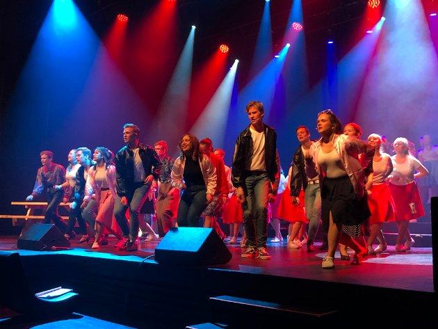 17-åringene Anders Nygård og Silje Brekke Veltun har hovedrollene som «Danny» og «Sandy» i Ung i Valdres si oppsetning av musikalen «Grease».